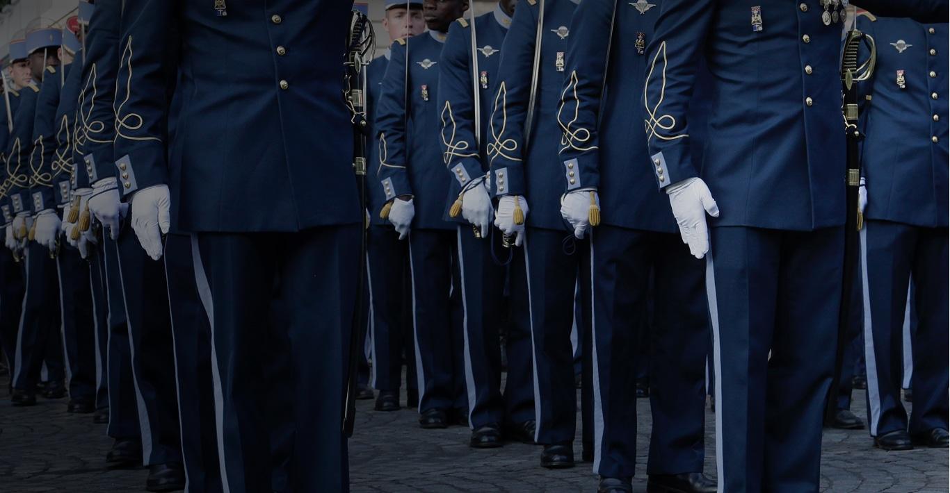 Photographie d'un défilé de cérémonie représentant la marque BBA.