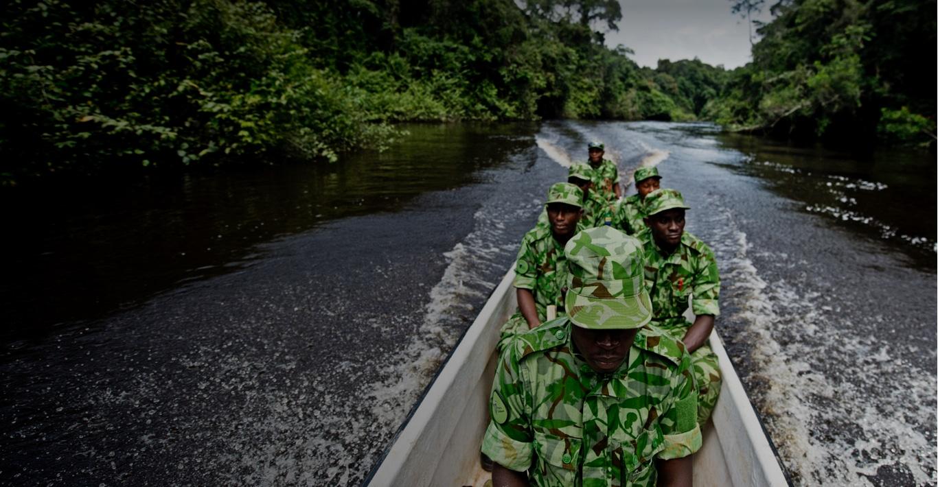 Photographie de soldats étrangers en uniforme pour représenter la marque Marck.