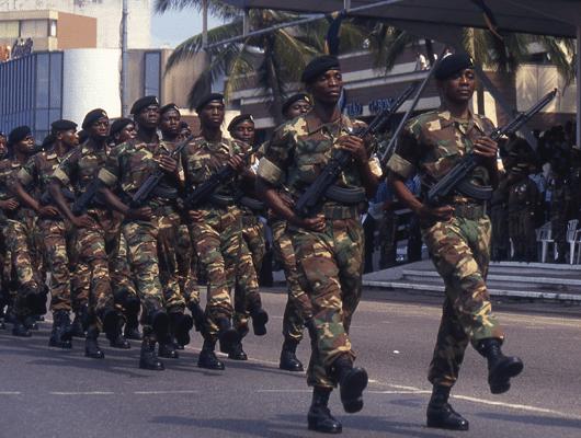 Photographie d'un défilé de soldats étrangers pour illustrer la marque Marck.