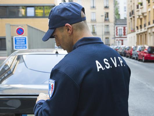 Photographie d'un agent ASVP pour illustrer la marque Sentinel.