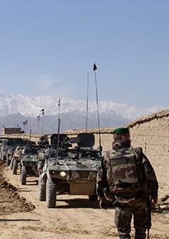 Vignette de véhicules militaires sur le terrain illustrant la marque Sofexi.