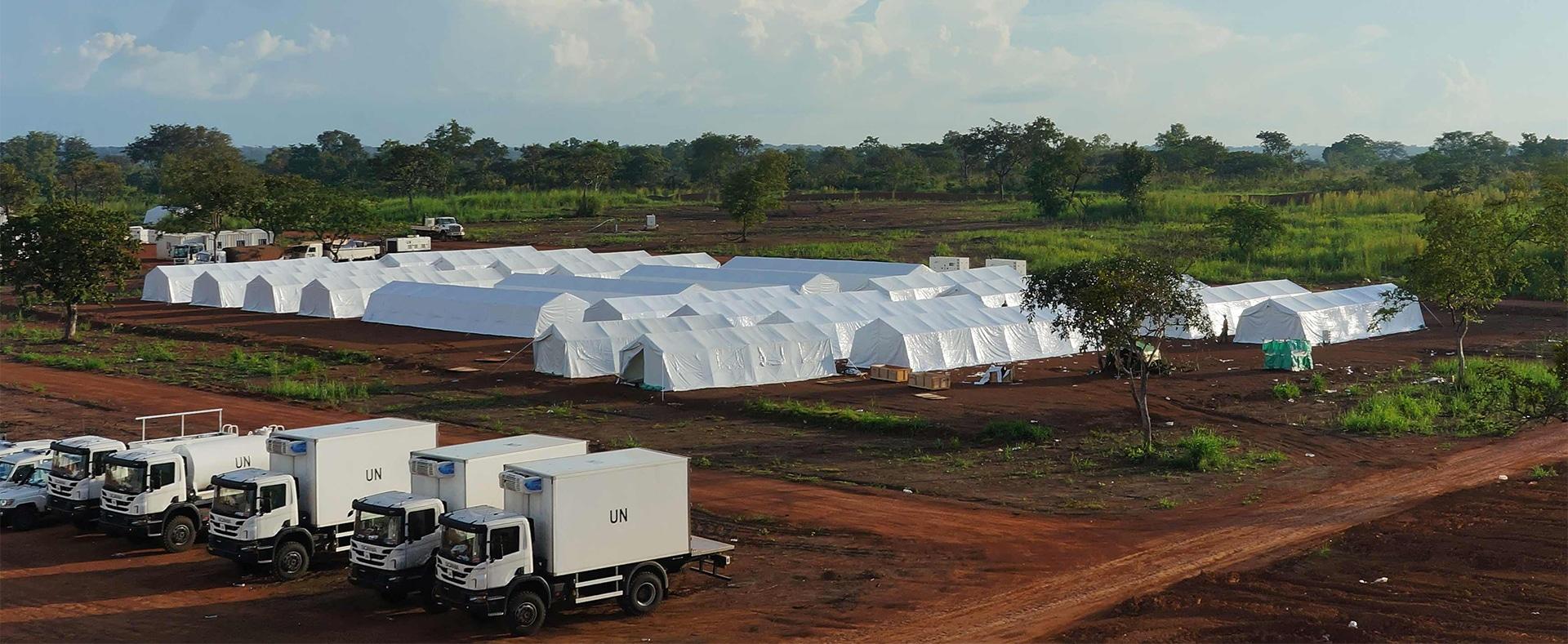 Photographie d'un camp déployé pour les opérations de maintien de la paix.