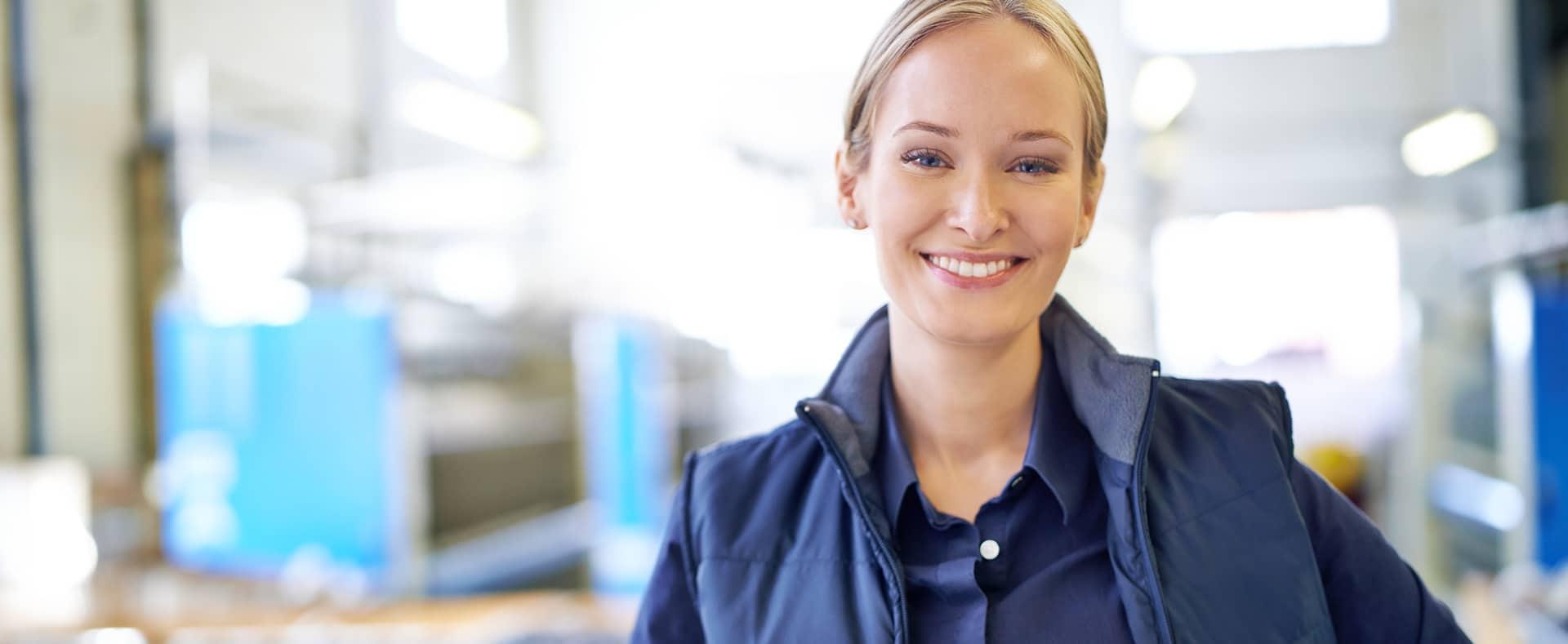 Photographie d'une femme d'une société de distribution.