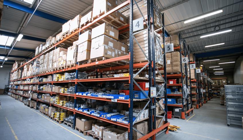 Photographie d'un entrepôt de stockage.