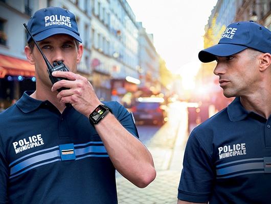 Focus sur l'uniforme d'une brigade pédestre de la police municipale en situation