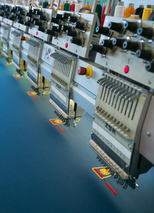 Zoom sur une broderie machine pour illustrer l'expertise de BBA.