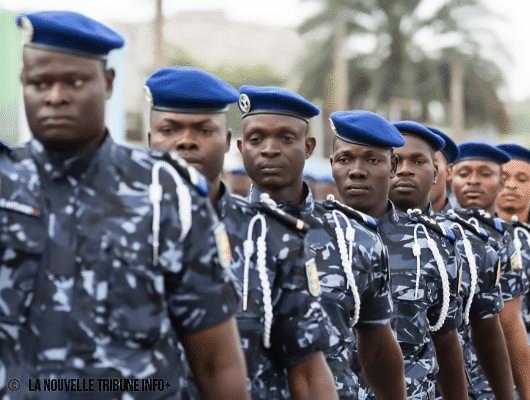 Zoom sur un défilé militaire de la police républicaine du Bénin.