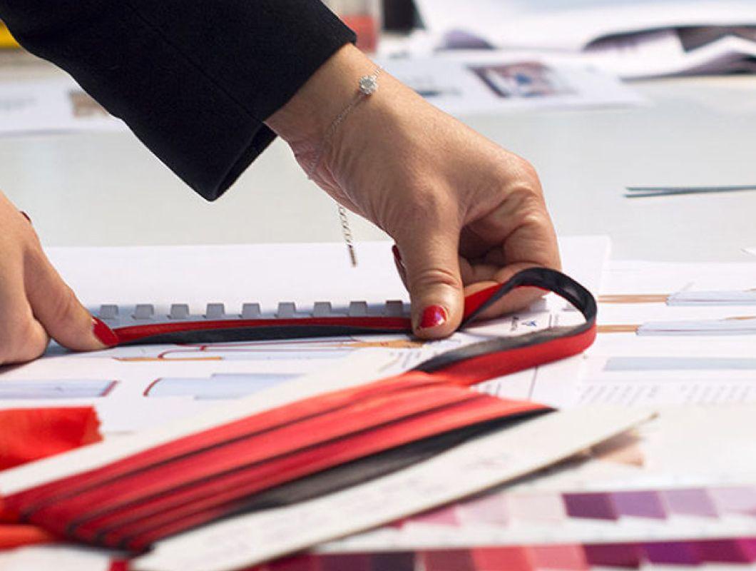 Photographie d'une étape de création pour illustrer les offres d'emploi.