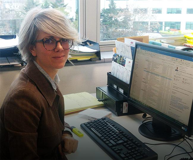 Photographie d'une collaboratrice appartenant au service des Achats.